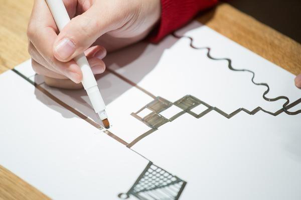 哆啦A夢私藏道具? 日本人用銀與墨水打造超神奇導電筆