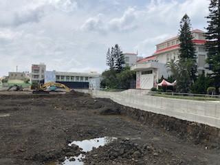 當學校操場變成停車場